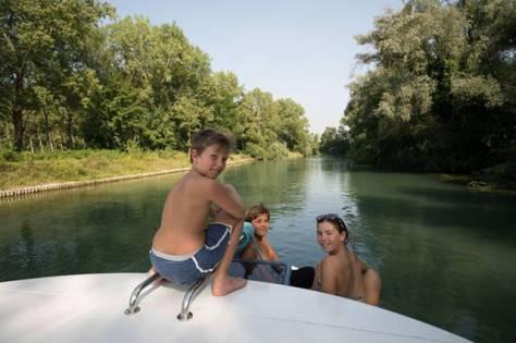 bimbi in barca