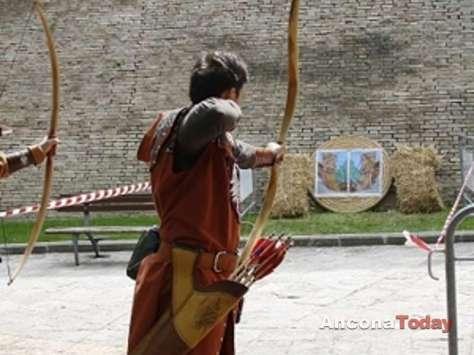 Festa dei folli corinaldo ancona arcieri storici