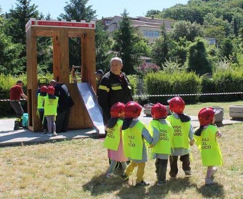 Pompieri e bambini. Rieti città amica dei bambini