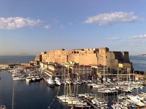 Pacchetto soggiorno più visita guidata a Napoli- Around Family- Castel dell'Ovo
