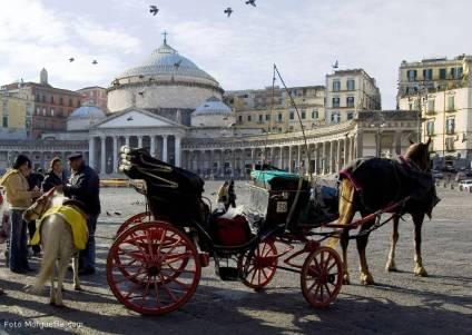 pacchetto soggiorno più visite guidate Around Family-Piazza Plebiscito