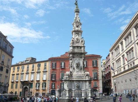 Piazza-del-Gesu-Nuovo-Napoli-pacchetto soggiorno più visite guidate Around Family