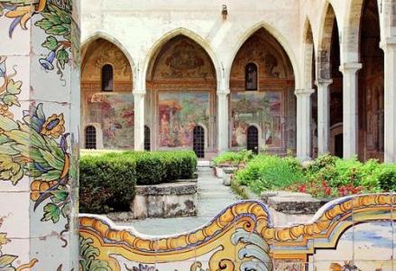Chiostro di Santa Chiara--pacchetto soggiorno più visite guidate-Around Family