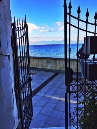 A Marechiaro ci sta una finestra...e anche una straordinaria vista.