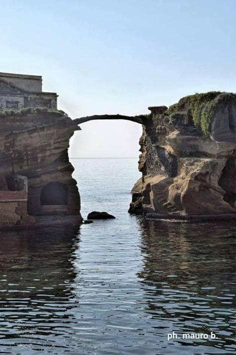 Ponte dell'Isolotto, Gaiola, Posillipo, Napoli.