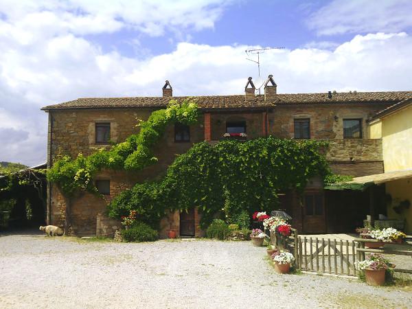In Umbria la vecchia fattoria esiste davvero ed è La Casa di Campagna