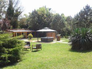 Umbria_countryhouse_cavalieri_del_lago_giardino_gazebo