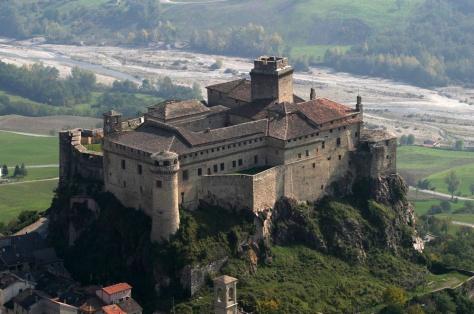 castelli_italia_fortezza_bardi