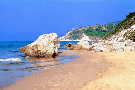 san-menaio-spiaggia-wiki