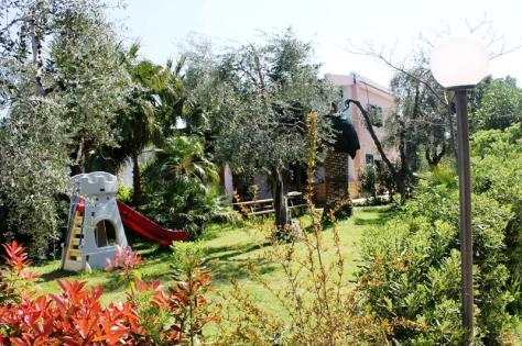 Parco giochi, residence green garden vieste