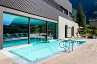 mirtillo_rosso_piscina_esterna_estate