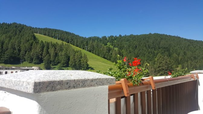 Camera con vista. A Fondo Piccolo di Folgaria, l'hotel ai piedi della montagna