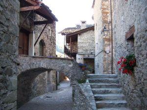 Viaggio negli alberghi diffusi italiani adatti alle famiglie e ai bambini.