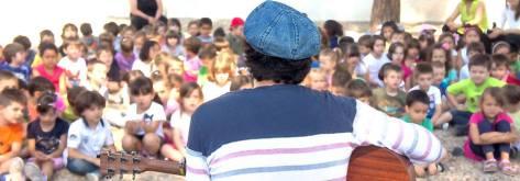 Little Pier canta ai bambini