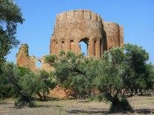 calabria_parco_archeologico_scolacium_Basilica_SMaria_Roccelletta_Borgia