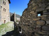 valle_aosta_castello_sarriod_mura