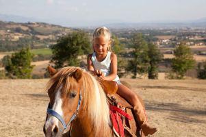 vecchie_fattorie_agriturismo_il-Melograno_umbria_cavalli_bimbi