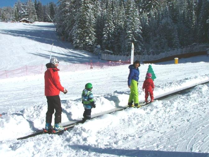 Sulla neve coi bambini: Settimana bianca di gruppo in Val di Fiemme con Around Family