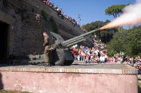 Colpo di cannone sparato dal colle Gianicolo a Roma