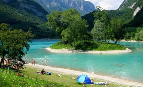Lago_di_Tenno-spiaggia